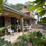 keampke-groepsaccommodatie-de-lindeplus-doorkijk-veranda